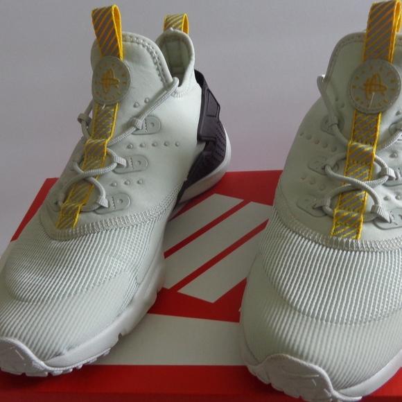 e6cf5bb1d87 Nike Huarache Drift (GS). Size  Kids 5y